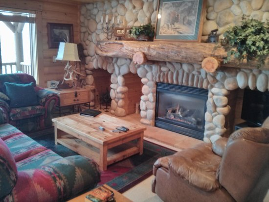 Black Bear Lodge : Fireplace in living room is the best
