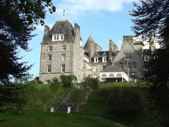 Atholl Palace Hotel: View from the drive