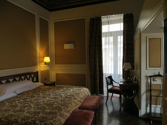 Catalonia Las Cortes: An extremely comfortable bed in a great room