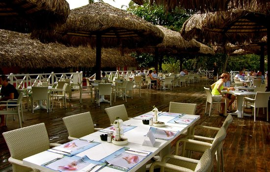 Grand Bahia Principe El Portillo : beach restaurant