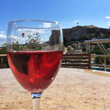 Electra Palace Athens: The roof deck. MMM delicious Rose!