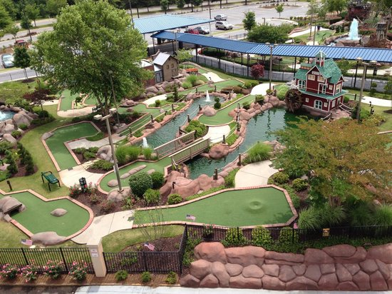 Aurora Cineplex and Minigolf