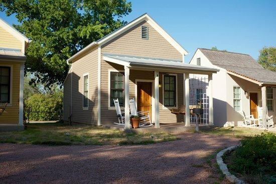 Fredericksburg Herb Farm - Sunday Haus Cottages: Cottage #9