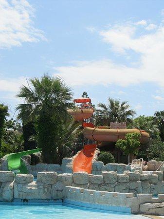 Palmin Hotel : waterslide in hotel