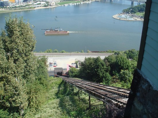 Duquesne Incline: Lots of action