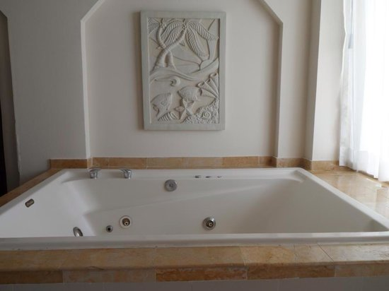 Crown Paradise Club Cancun: The hot tub in your room!