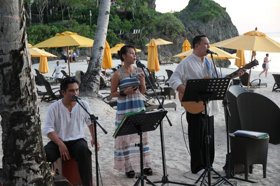 Shangri-La's Boracay Resort & Spa: nightly music