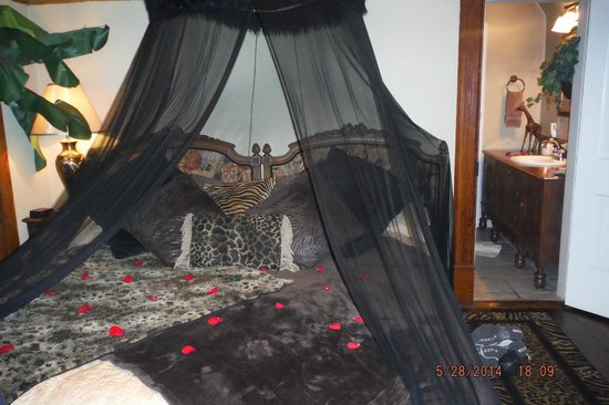 1884 Wildwood Bed and Breakfast Inn: Kipling Room-Bed