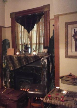 1884 Wildwood Bed and Breakfast Inn: Kipling Room-Fireplace