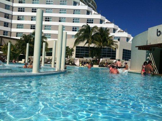 ME Cancun: pool