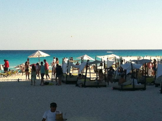 ME Cancun: beach club/bottle service only