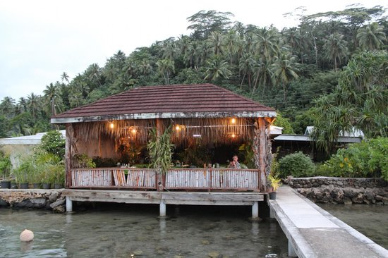 Chez Louise : A view of the restaurant from the water.