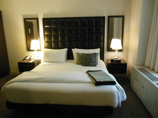 Distrikt Hotel New York City: I want this bed!!!