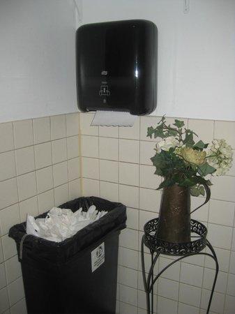 O'Rorke's Eatery & Spirits: time to empty trash