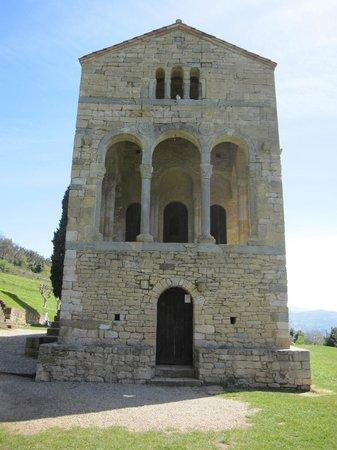 Santa María del Naranco: Exterior