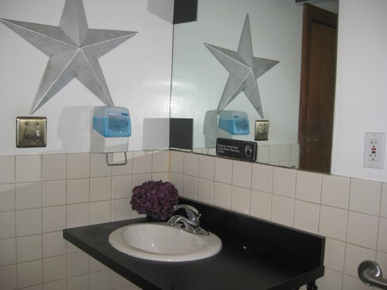 O'Rorke's Eatery & Spirits: Bathroom sink