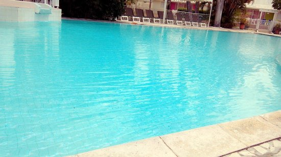 La belle piscine picture of hotel residence golf - Piscine saint francois nice ...