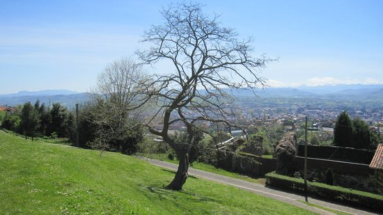 Santa María del Naranco: Vista del entorno