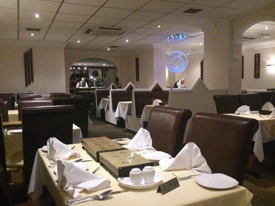 Moonlight Indian Cuisine: Comfortable decor