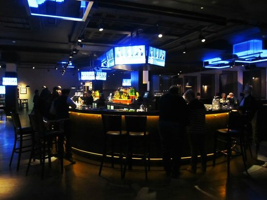 DoubleTree by Hilton Hotel Dublin - Burlington Road: bar area