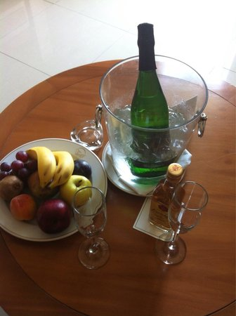 Grand Sirenis Riviera Maya Resort & Spa : Welcome drinks in our room