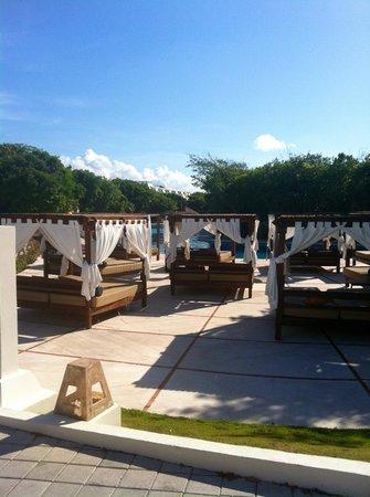 Grand Sirenis Riviera Maya Resort & Spa: Sun beds