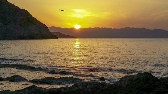 Mohlos Villas: Sunset just a short walk to Mochlos Village