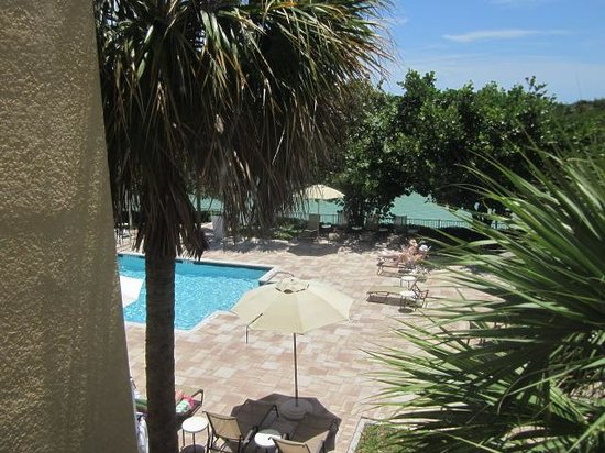 The Holiday Inn Express & Suites Marathon: pool view