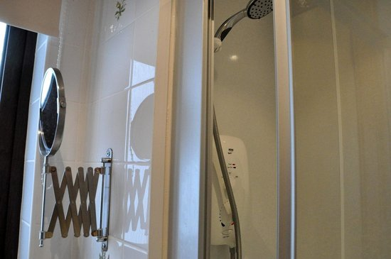 Meadowbank Guest House: The bathroom