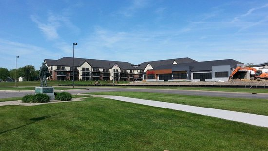 DoubleTree by Hilton Hotel Port Huron : The hotel from the waters edge