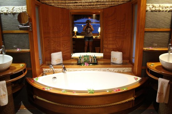 Le Taha'a Island Resort & Spa : Bathroom