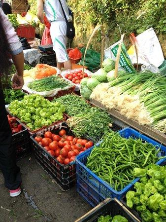 Yunti Hotel: Beautiful fresh produce in local market