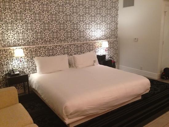 Mondrian South Beach Hotel: bed