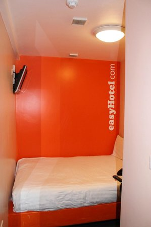 easyHotel London Victoria: That's all, folks.