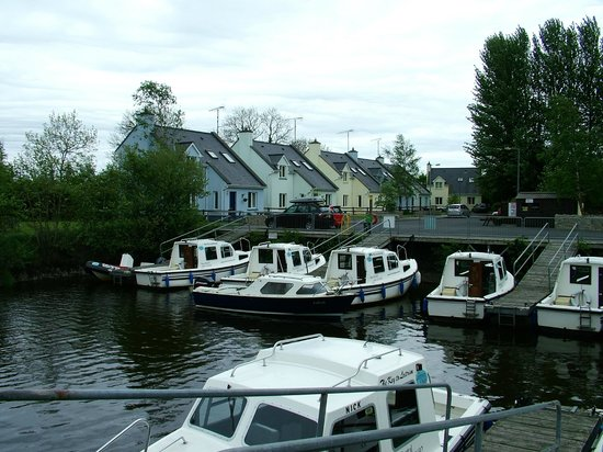 Leitrim Quay : boat at your door