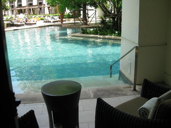 Siam Kempinski Hotel Bangkok : Pool entry from Executive Suite