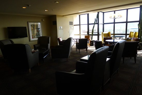 Sheraton Crescent Hotel: The Club Lounge.