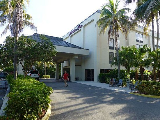 Hampton Inn Central Naples: Aussenansicht