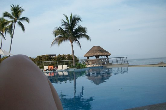 Sunset Plaza Beach Resort & Spa: Relaxing by the beautiful pool