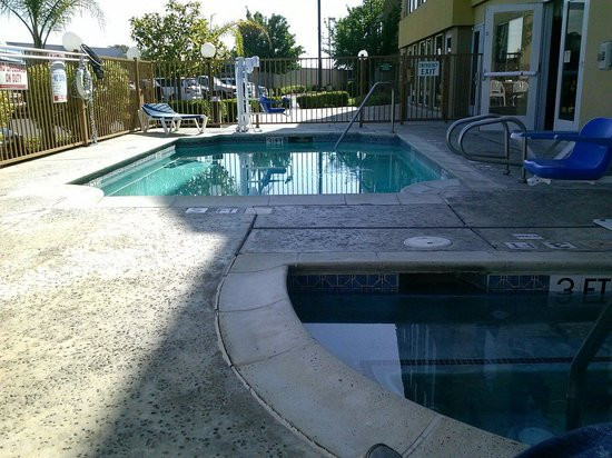 La Quinta Inn & Suites Dublin - Pleasanton: Tiny outdoor space