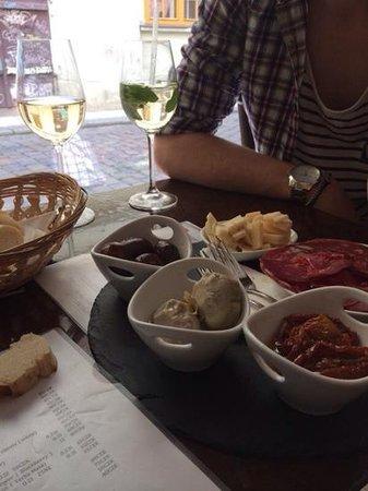 Tempo Allegro: tapas & wine