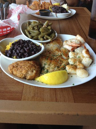 Crabby Bill's Clearwater Beach: baked seafood combination - delish