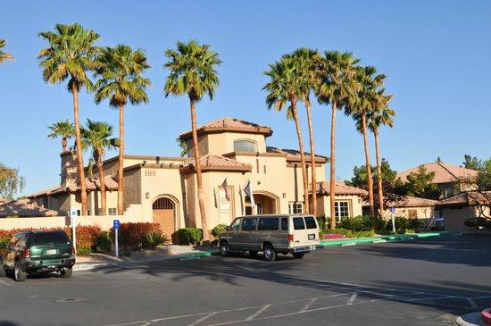 Desert Paradise Resort: Enterance