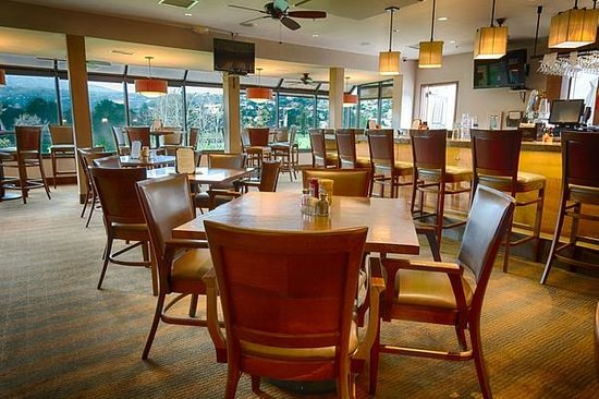 San Vicente Golf Resort: The Par Lounge Dining Area