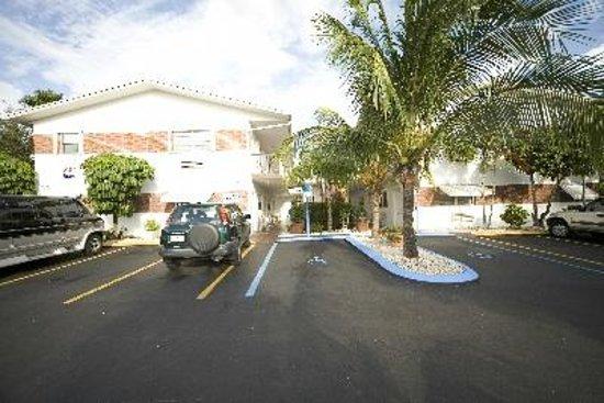 Richard's Motel Studios: Extérieur - vue de la US-1