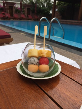 Landmark Bangkok: complimentary fruit by the pool