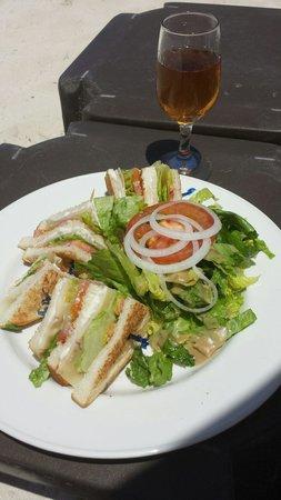 La Playa Orient Bay: Club sandwich servi sur la plage !! Au top