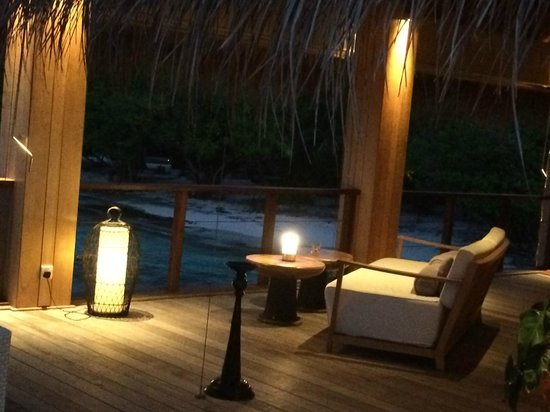 Dusit Thani Maldives: 夕方の眺め