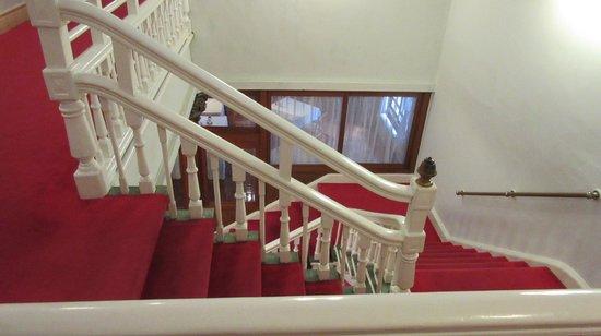 Nikko Kanaya Hotel: Stairway to lobby