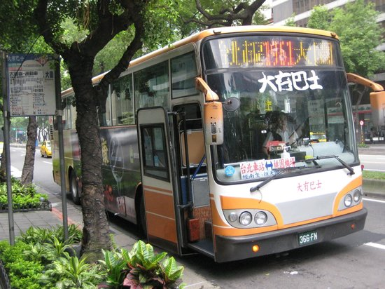 Ambassador Hotel Taipei : 桃園国際空港行きリムジンバスのバス停